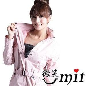 【微笑MIT】BrightDay/暉晉-風雨衣連身式 立領排釦大衣款(淺櫻粉)★贈雨鞋套